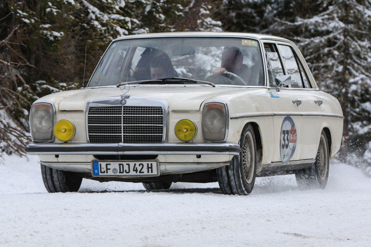 Mercedes-Benz 200/8, r.v. 1971.